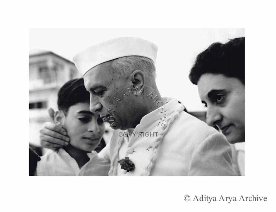 Jawaharlal Nehru bids farewell to grandson to Rajiv, while embarking on a tour of Europe.1950s