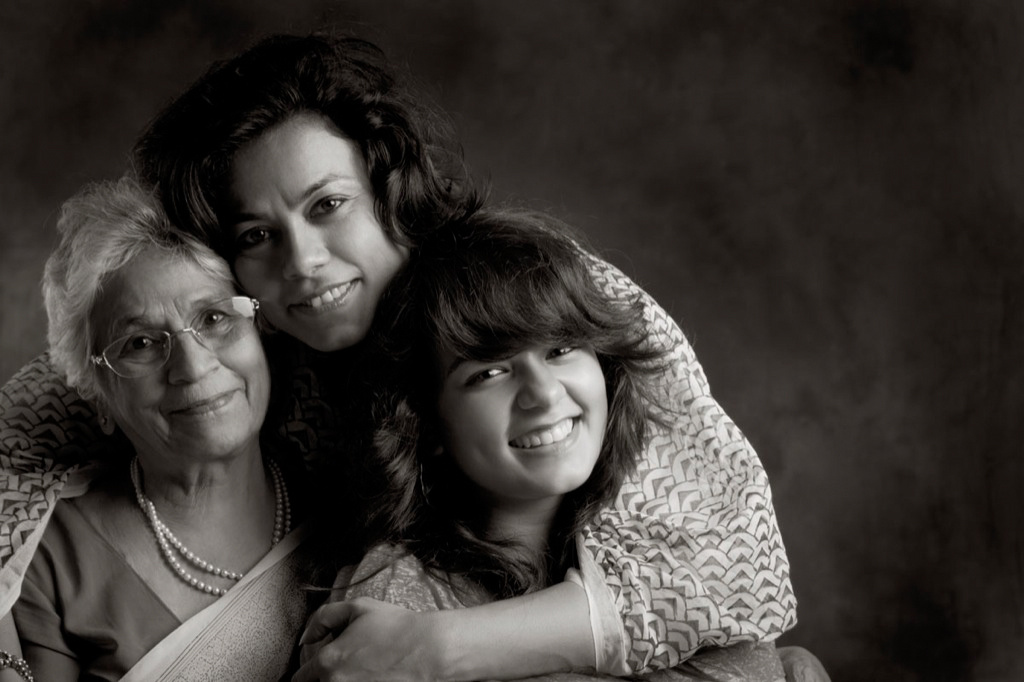 Meenu Handa, with her Mom, Nirmal Narula and daughter, Rhea.