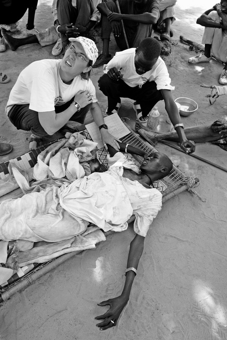 Nyatudy Riak Marial, who is suspected to suffer from the parasitic disease Kala azar, is examined by MSF doctor Kate Done at a MSF clinic, Saturday, Dec. 17, 2005 in Kotch in Southern Sudan. Even with the conflict in Southern Sudan over for almost a year now, diseases continue to take an enormous toll in South Sudan. Kala azar is a parasitic disease transmitted to humans via the bites of sand flies and the victims die unless they get treatment.