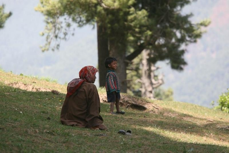 shepherdess and child, gulmarg, 2007