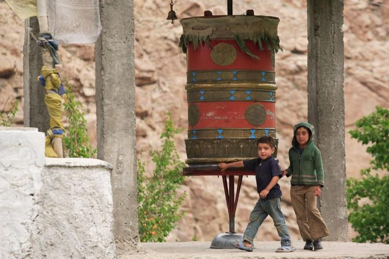 children at prayer wheel, darchik, 2007