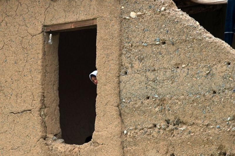 peeping girl, kargil, 2006