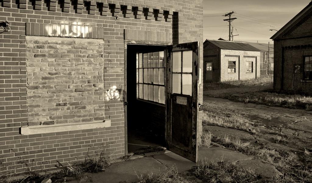 Keep Door Open: looking inside an abandoned site