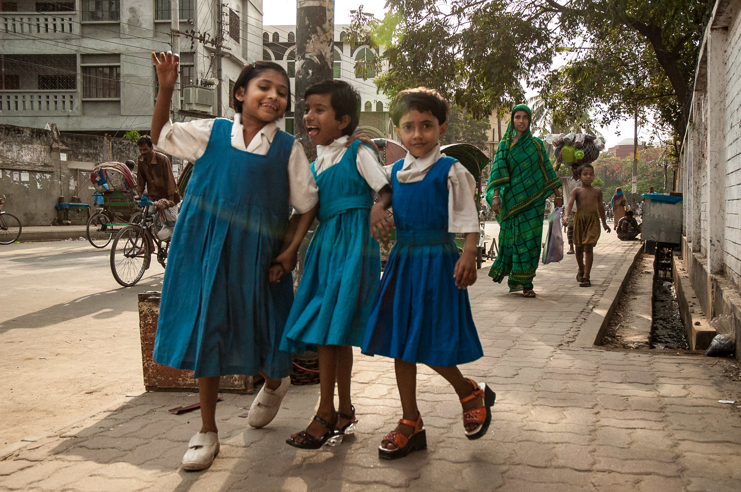 Children returning from school, Dhaka, Bangladesh, April 26, 2007.