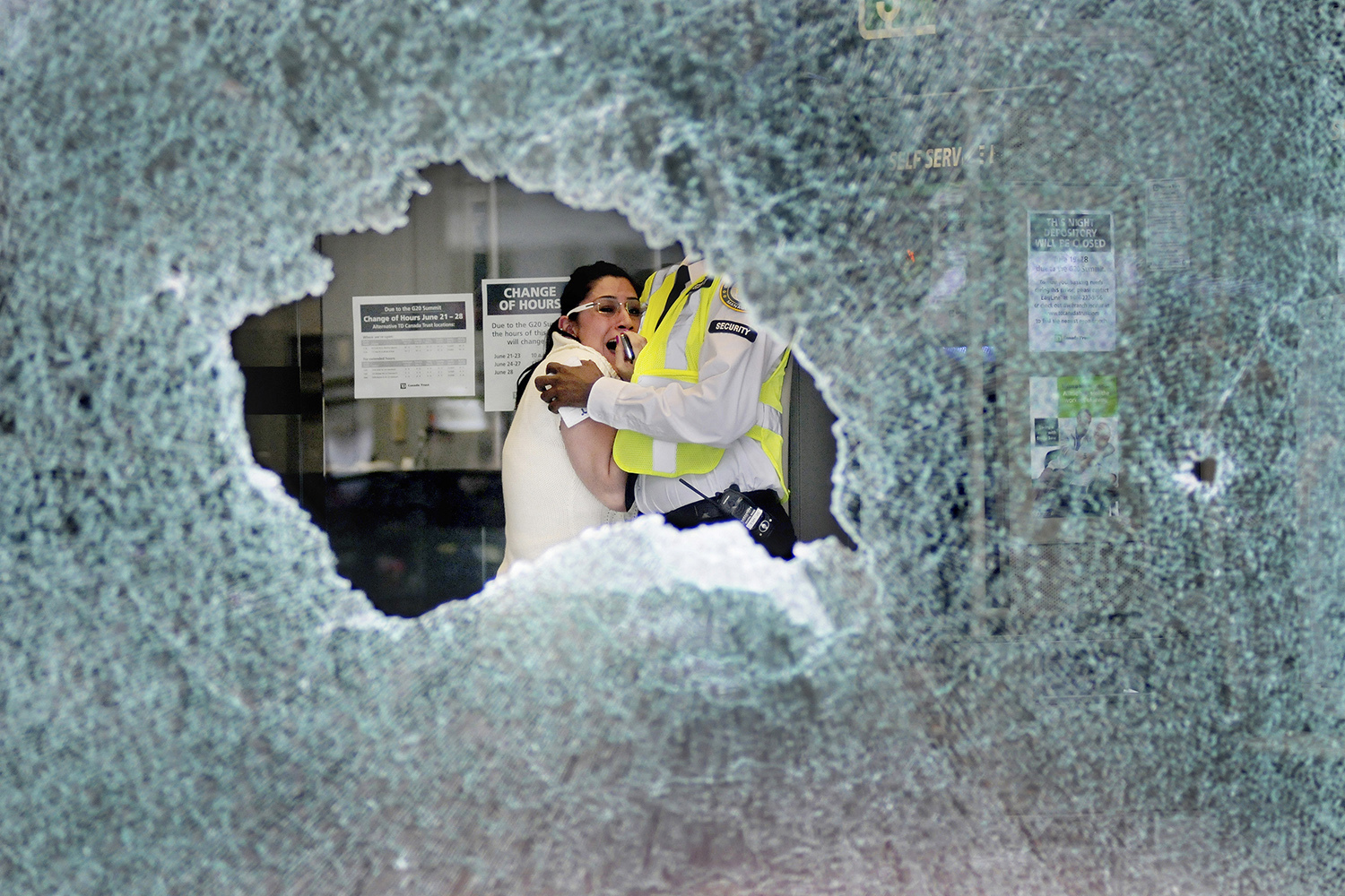 A woman screams as the window of a bank is smashed by anti-G20 protesters on the corner of Queen and Bay, in Toronto, June 26, 2010. The summit took place in a highly protected area but outside store and bank windows were smashed by anti-G20 protesters.