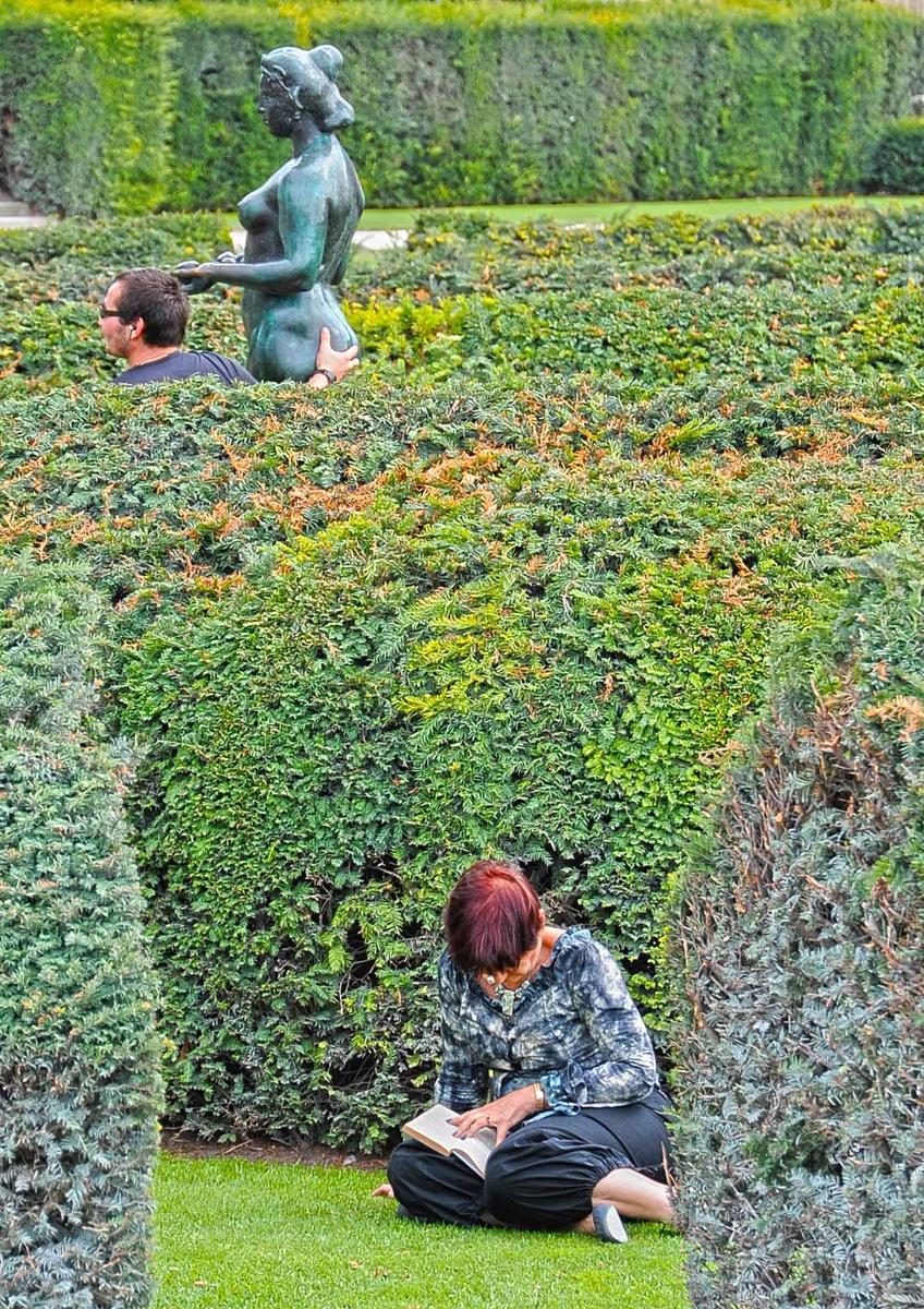 Parigi, jardin des Tuileries. Mano morta