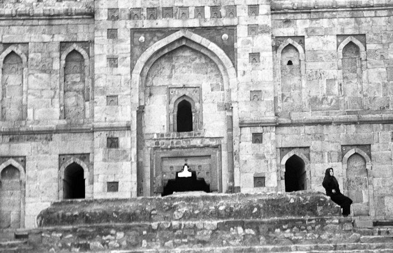 Woman at the Tomb, New Delhi 2009   Edition 1 of 2