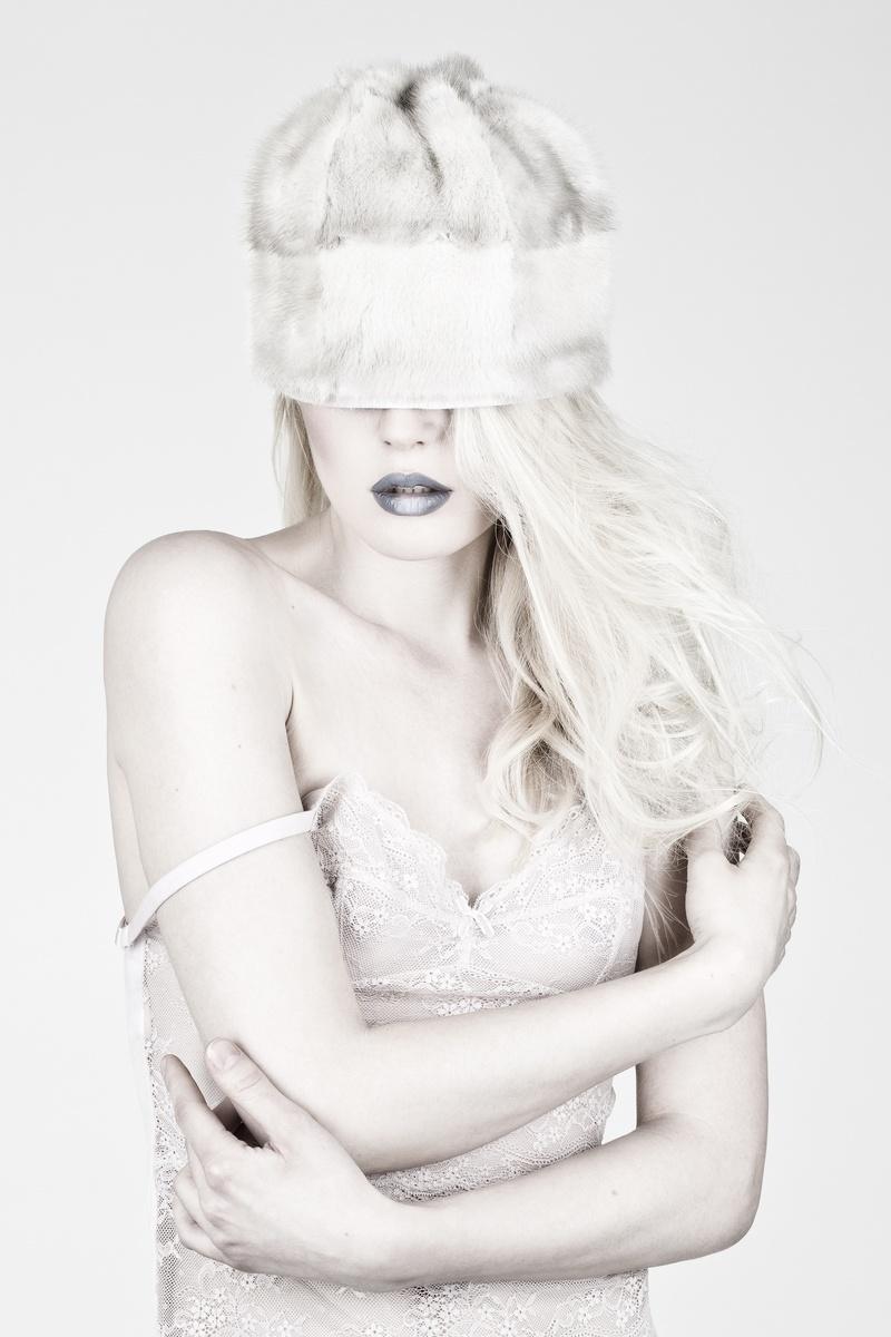 Photographe : Savitri Bastiani, Styliste : Virginie Bégin, Maquilleuse : Gabrielle Vo, Coiffure : Malina Tang, Modèle : Alexandra @Scoop