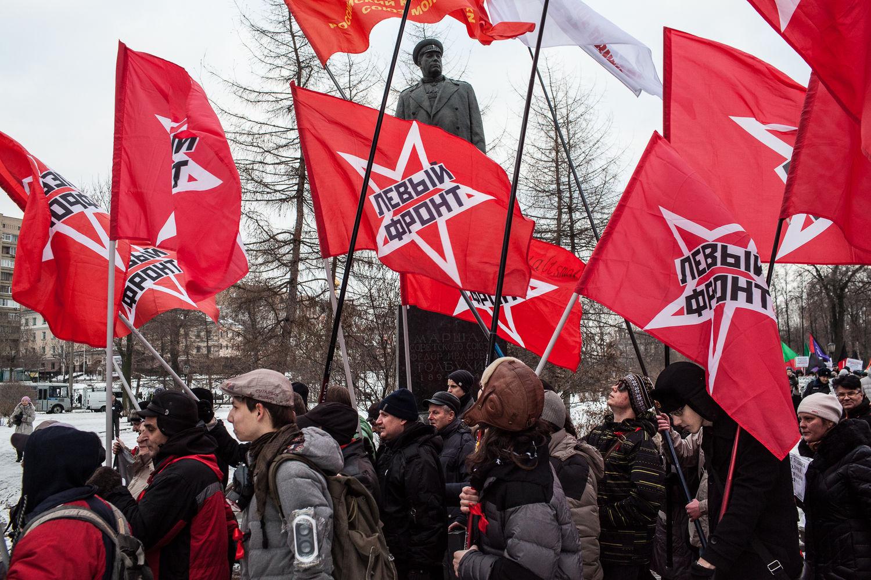 Les gens de différents parties politiques, principalement les communistes, manifestent contre les reformes santé et éducation de Poutine a Moscou, le 14 décembre, 2014. Cette fois les médecins ne sont pas venus manifester car certains ont été licencié après la dernière manifestation du 30 novembre.