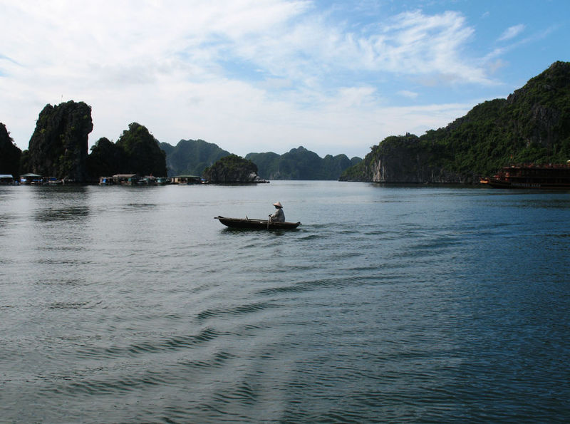Gliding along Halong Bay...