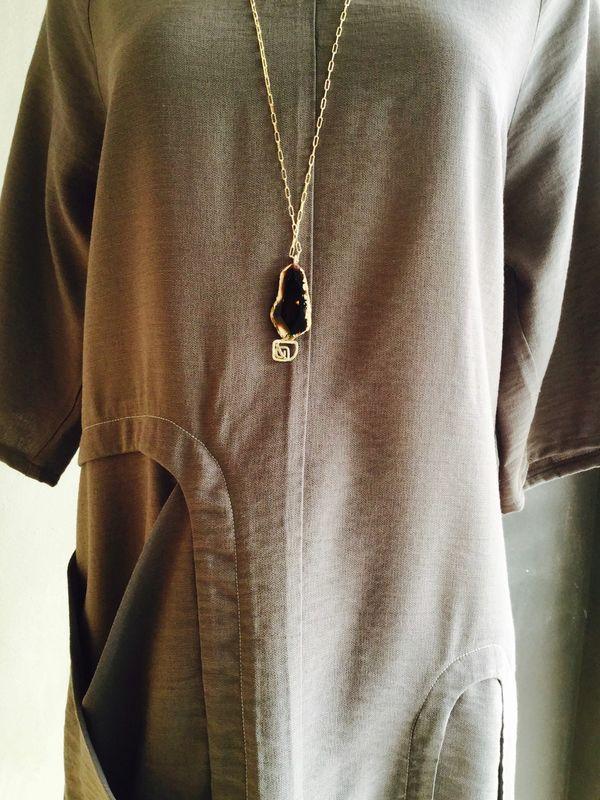 GAMI DRESS GREY & BurfurtART NECKLACE DETAIL