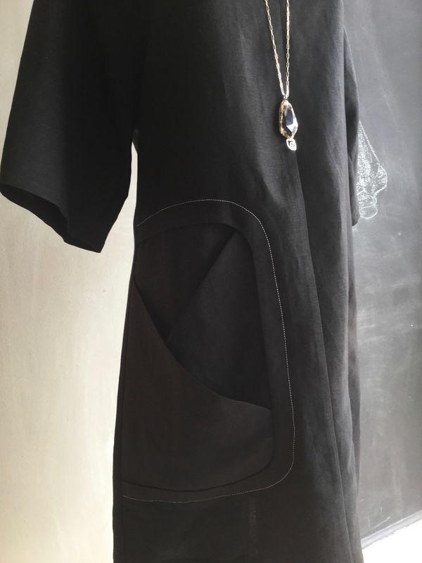 GAMI DRESS DETAIL & BURFURTART NECKLACE